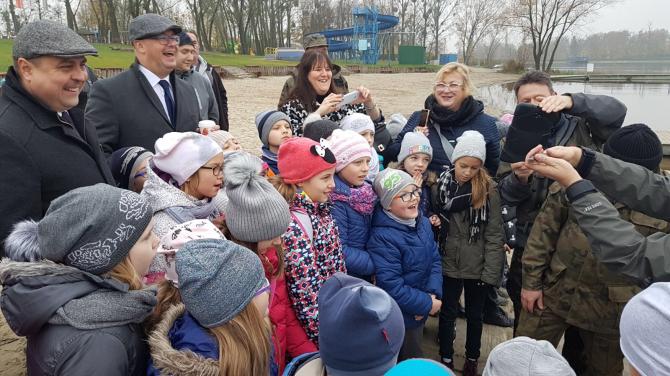 Akcja zarybiania średzkiego jeziora