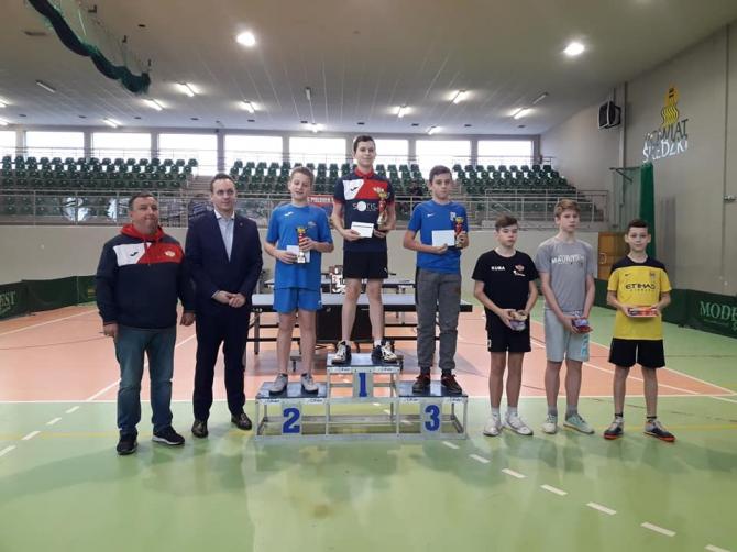 W niedzielę, 9 grudnia br. zakończył się cykl turniejów tenisa stołowego o Puchar Starosty Średzkiego.