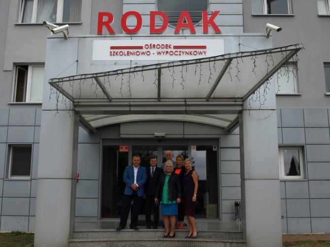 """Z wizytą do Ośrodka Adaptacyjnego dla Repatriantów """"Rodak"""" udali się przedstawiciele Rady Powiatu."""